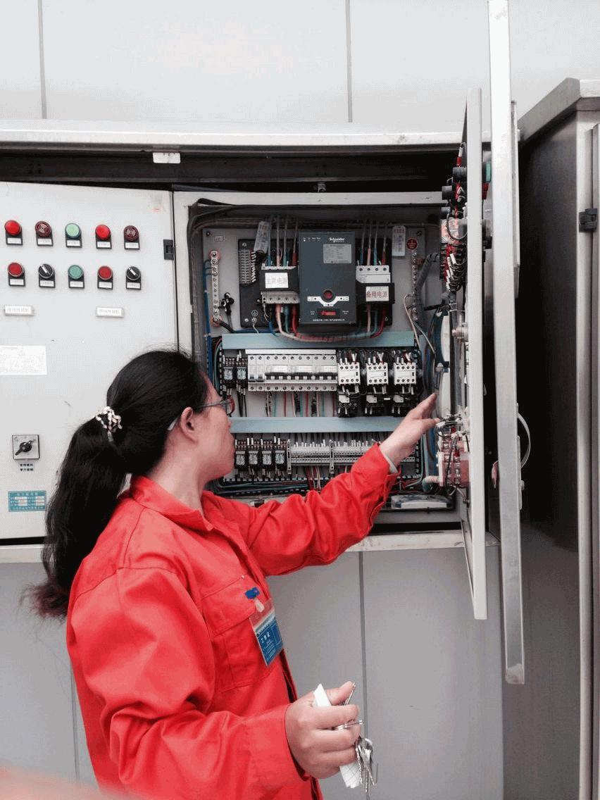 电接点压力表控制消防水泵是一种比较简单的启动方式